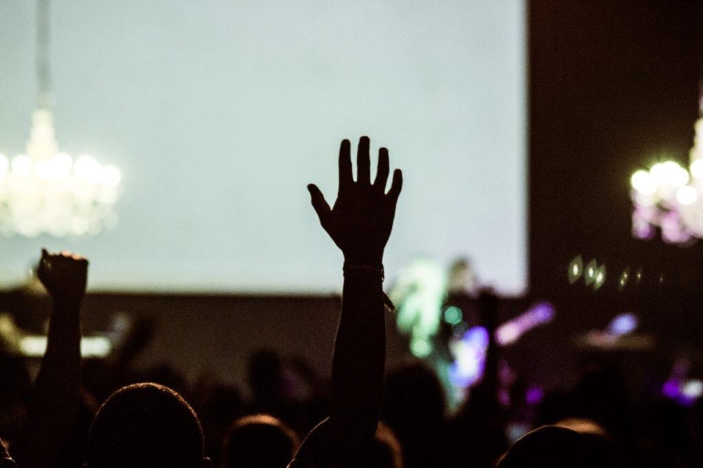 Піднята рука