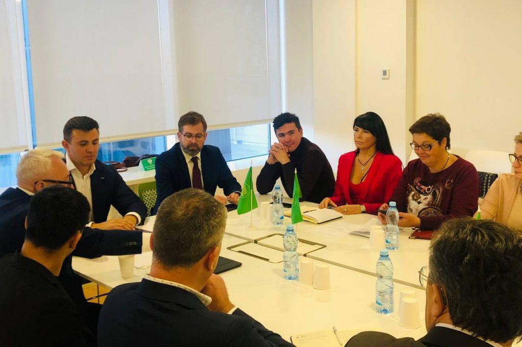 """Круглий стіл на тему """"Державна підтримка масштабної енергомодернізації ЖКГ - дієві механізми запобігання енергетичної бідності"""", 19 жовтня 2021 року, Київ"""